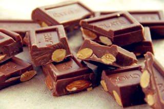 ビックアーモンドチョコレート